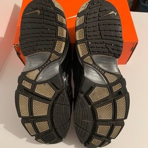 Nike Air Max black silver leather trim dri fit